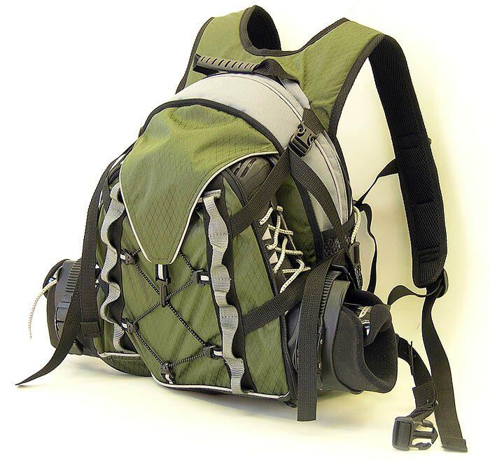 Рюкзак украшен значками с любимыми феями.
